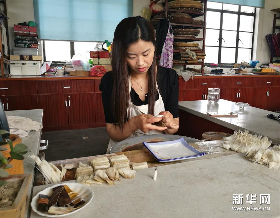 中国传统湖笔在现代社会艰难传承