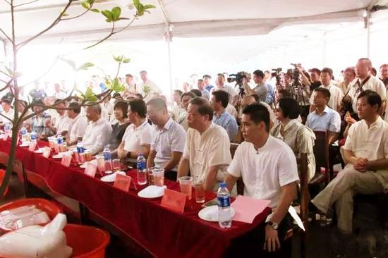 当地群众、书画爱好着、媒体记者500余人参加了开幕式
