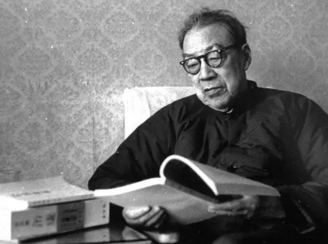周恩来请他题字,蒋介石请他修家谱,他才是真正的书坛泰