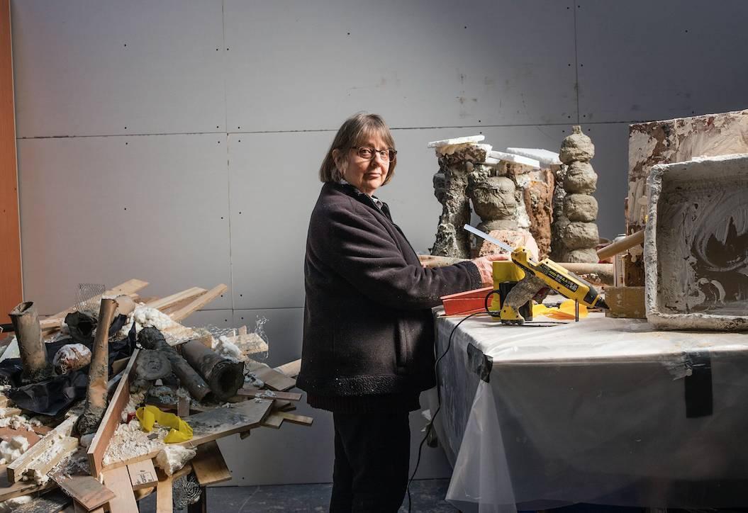 她是达尔文的后代,一生忙着带孩子,65岁突然变成国宝大师