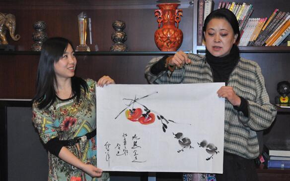 倪萍50岁后才开始画画,拍出百万天价,行家:专业水准不够